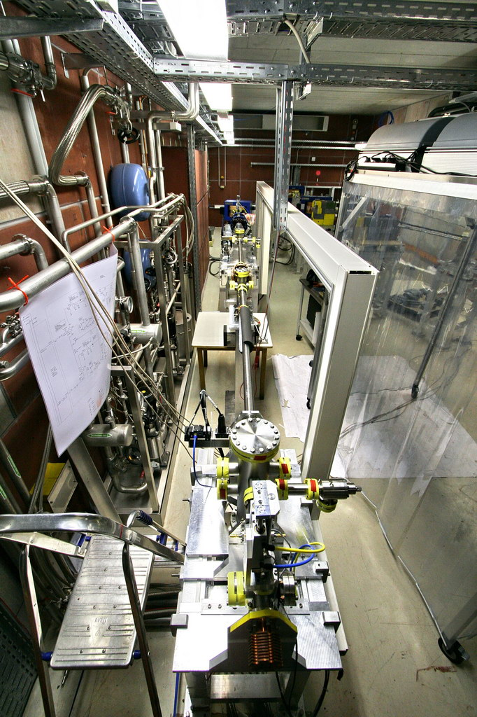 2008-07-02_09 The electron beam line to the positron converter is ready for use. The copper part in the end (lower frame edge) is the beam dump suitable up to 200W beam power (diagnostic mode of ELBE).